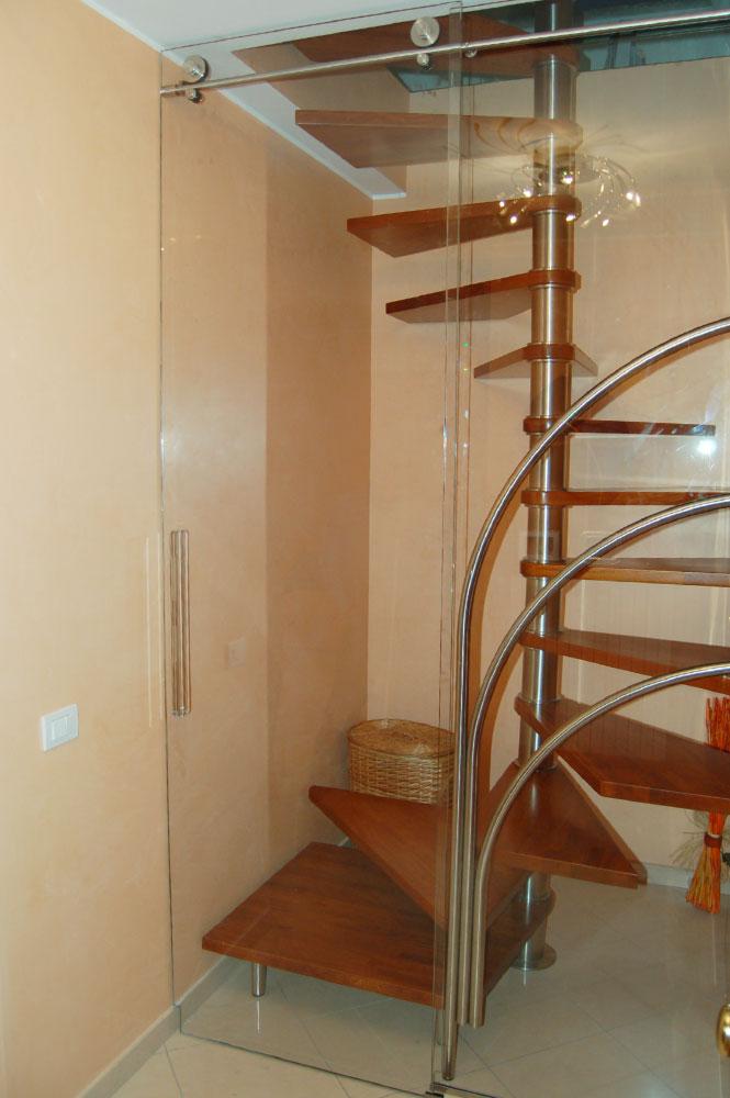 Porte e scorrevoli vetreria airoldi for Chiusura vano scala interno